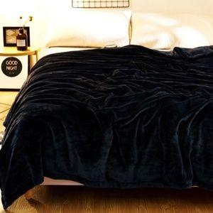 Kate Spade Black Gleece Blanket Queen Gift Set